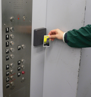 Hình thức hoạt động thang máy với thẻ từ