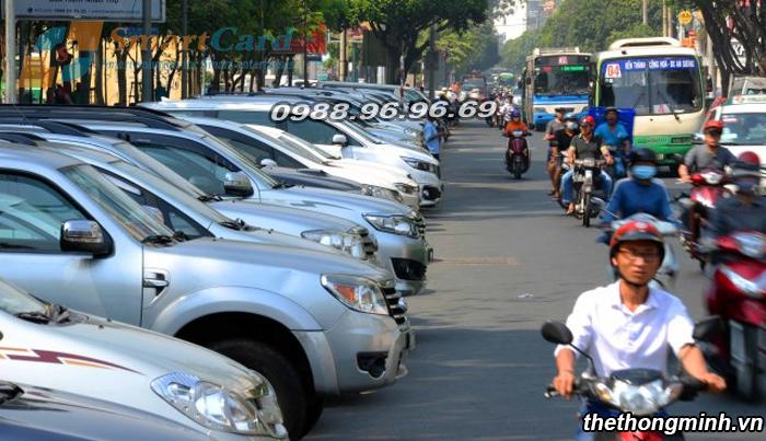 Sự thiếu bãi đỗ xe dẫn đến tình trạng đỗ dưới lòng đường